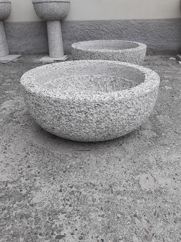 Arredo giardino in pietra con fontane fioriere tavoli - Fioriere da esterno in pietra ...