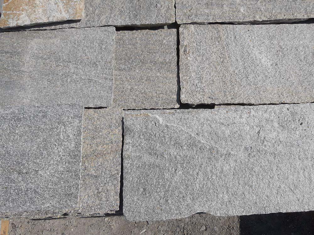 Pavimentazione esterna pietra for Piani di fattoria in pietra