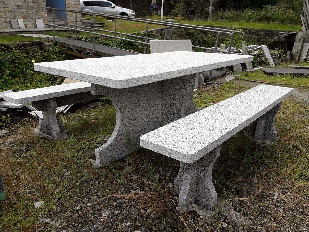 Panchine Da Esterno In Pietra.Tavolo In Pietra Da Giardino