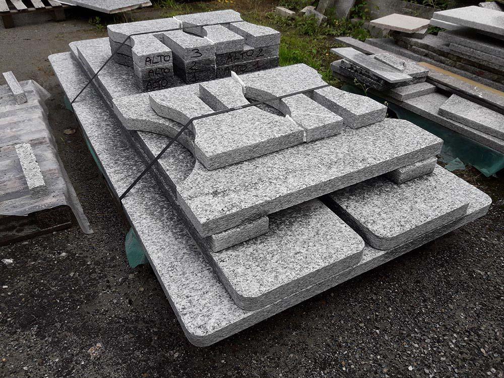 Tavolo in pietra da giardino - Costo ascensore esterno 1 piano ...