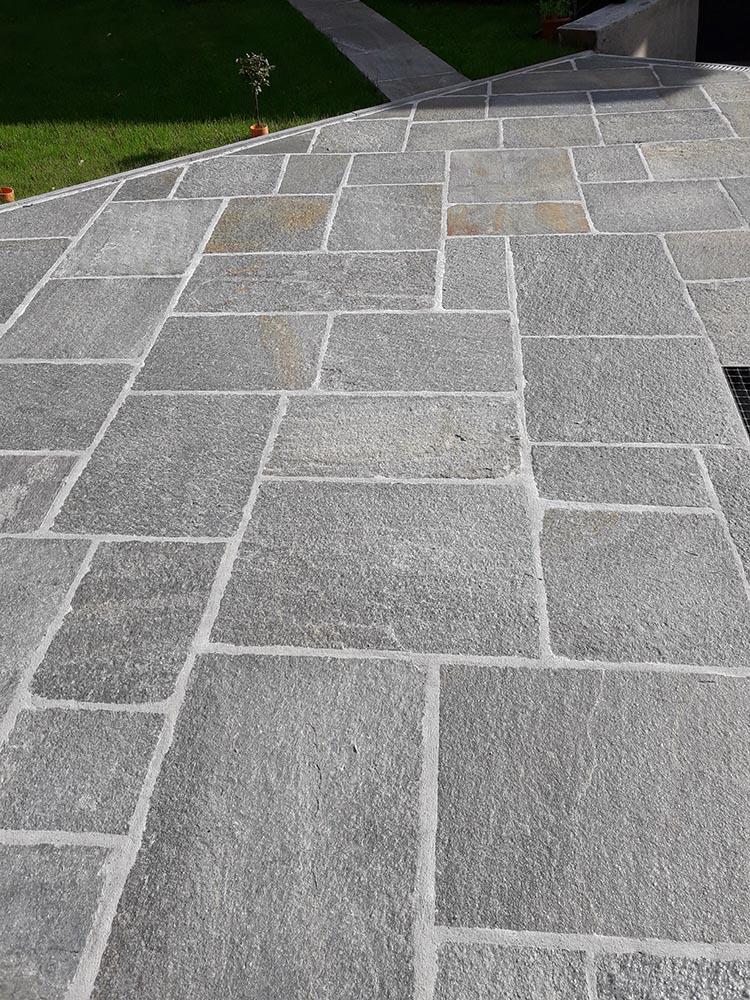 Pavimenti per esterni in pietra porfidi mosaici per for Pavimento da giardino