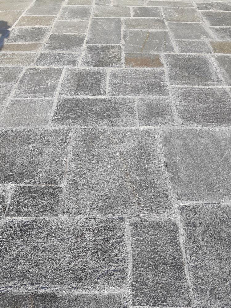Pavimenti per esterni in pietra porfidi mosaici per giardini vialetti - Posa piastrelle esterno ...