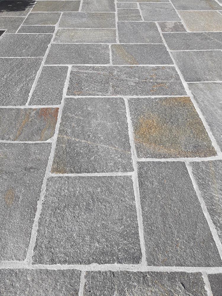 Pavimento Esterno Pietra Luserna Offerta A Stock Mosaico In Pietra