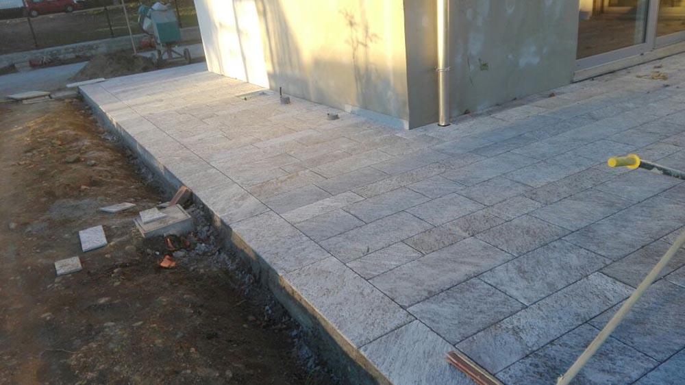 Servizio di posa marmo e pietre naturali personalizzato - Posa pavimento esterno su cemento ...