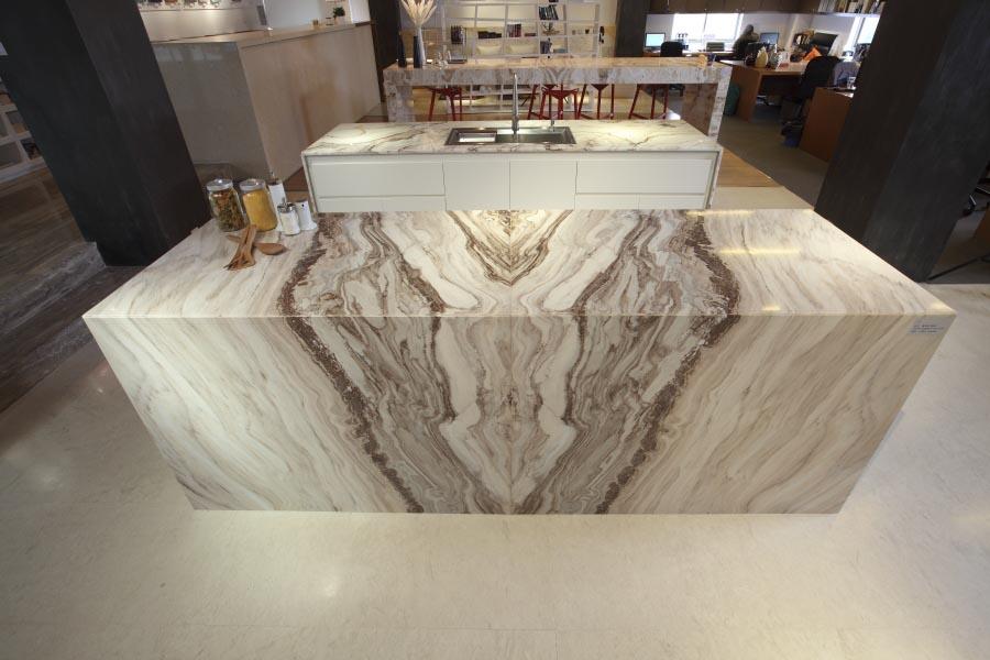 Rivestimenti in puro marmo della val d 39 ossola - Rivestimento tavolo ...