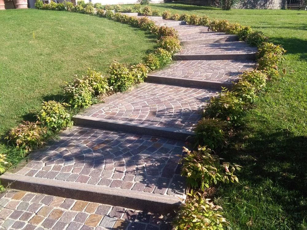 Scalini pietra su misura levigatura antiscivolo per scale da esterno - Scale in giardino ...